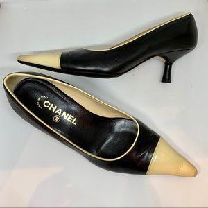 CHANEL black & cream pointed toe kitten heels 🖤